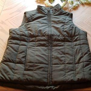 Athletic works green forest vest.(V)